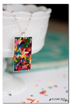 How sweet! Turn sprinkles into colorful DIY jewelry. :)