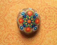 Piedra de Mandala Kaleidoscope por CaillouDeFleurie en Etsy