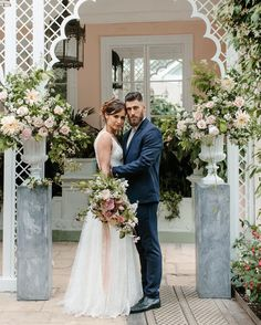 Gorgeous white archways in the orangery at Sezincote.  @beccygoddard styling @lizlinkleterevents Up on @rockmywedding now!  Link in profile. #blushpink #rosequartz #gold #weddingplanning #weddinginspiration #weddingflowers #palaisflowers #londonflorist #styledshoot #fotd #floralfix #ceremony