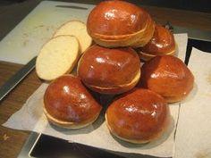 FarkasVilmos: Puffancs, azaz a klasszikus hamburgerzsömle. Yummy Treats, Yummy Food, Tasty, Healthy Homemade Bread, Mini Hamburgers, Salty Snacks, Hungarian Recipes, Bread And Pastries, Sweet And Salty