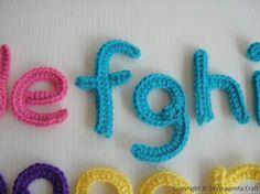Alphabet crochet Applique Patterns - Free Patterns for Angels, Flowers, Sunbonnet Sue Crochet Diy, Crochet Motif, Crochet Crafts, Yarn Crafts, Crochet Flowers, Crochet Projects, Simple Crochet, Crochet Tutorials, Applique Patterns