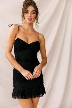 Our sexy little black party dresses are just what you need to be the center of attention. Shop Selfie Leslie's unique boutique fashions for women today. Tight Dresses, Stylish Dresses, Maxi Dresses, Girls Dresses, Dress Casual, Evening Dresses, All Star Branco, Black Women Fashion, Womens Fashion