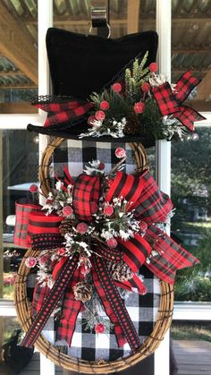 Outside Christmas Decorations, Christmas Porch, Noel Christmas, Christmas Centerpieces, Rustic Christmas, Deco Noel Disney, Christmas Projects, Holiday Crafts, Christmas Ideas