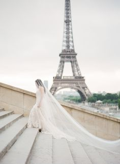 Blusher veil 2 tier wedding veil two tier veil cathedral Wedding Photography Styles, Image Photography, Veil Over Face, Essence Of Australia, Pose, Cathedral Wedding Veils, Paris Wedding, Paris Elopement, French Wedding