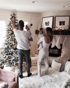 Family kids, family goals, future goals, christmas with baby, family christ Cute Family, Baby Family, Family Goals, Family Kids, Photo Couple, Future Goals, Baby Kind, Baby Fever, Baby Pictures