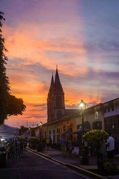 Atardecer en Paseo El Carmen, Santa Tecla, El Salvador.