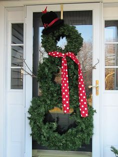 Snowman wreath so cute and simple! Perfect for the doors
