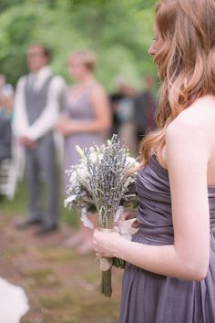 lavender bridesmaid dresses and matching bouquets  Photography by http://www.amandascottphotography.com/index2.php