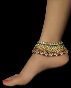 Lovely anklet indian jewelery very regal--i love anklets Jewelry Accessories, Jewelry Design, Bare Foot Sandals, Ankle Bracelets, Toe Rings, Anklets, Indian Jewelry, Beaded Jewelry, Anklet Jewelry