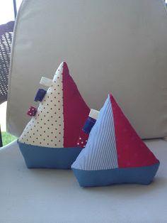 Il était deux petits navires... Pour un décor de bord de mer.