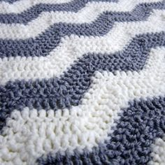 I made a gender-neural chevron baby blanket for a mama-to-be. Pattern included. | best stuff