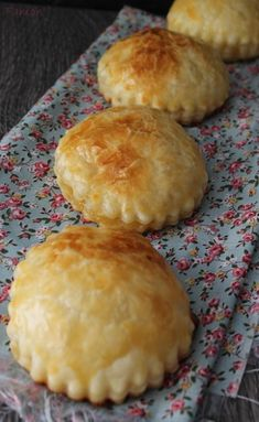 ideas for fruit pizza recipe apple desserts Apple Pie Recipes, Apple Desserts, Pizza Recipes, Easy Desserts, Fall Recipes, Dessert Recipes, Cooking Recipes, Churros, Beignets