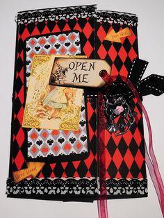 Alice in Wonderland themed snail mail folder Pen Pal Letters, Pocket Letters, Snail Mail Flipbook, Alice In Wonderland Crafts, Envelope Book, Snail Mail Pen Pals, Mini Books, Flip Books, Paper Crafts Origami