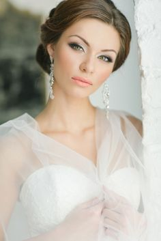 Beautiful Classic Bridal Makeup and Hair Style | Photography by Warmphoto