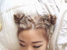Brilliant hair and possibly easy hair! A good top knot or swift updo is so good  (#hair #knots #cute)