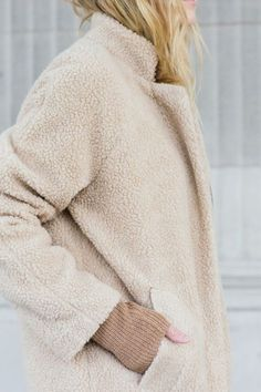 Cozy teddy coat in nude Fashion Mode, Look Fashion, Womens Fashion, Fashion Trends, Fashion 2020, Fall Fashion, High Fashion, Fashion Outfits, Non Plus Ultra