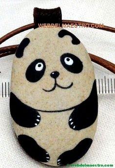 Pintar piedras-oso panda-2 Rock Painting Patterns, Rock Painting Ideas Easy, Rock Painting Designs, Paint Designs, Panda Painting, Pebble Painting, Pebble Art, Stone Painting, Painted Rock Animals