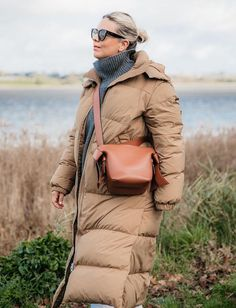 The Arket Puffer the Fashion Crowd Can't Get Enough of is Finally Back in Stock Warm Coat, Winter Coat, Down Puffer Coat, Minimalist Fashion, Minimalist Style, Outfit Combinations, Office Fashion, Winter Wardrobe, Who What Wear