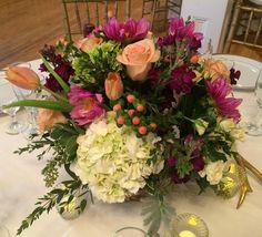 #centerpieces #weddings #weddingflowers #bridal #dvflora #dahlias #roses #floraldesign #florist #flowersofinstagram #flowershop #eventflowers #eventflorist #peachandpurple by petalsfloraldesign