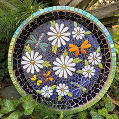 Bugs and Flowers Birdbath - Alles über den Garten Mosaic Tile Table, Mosaic Birdbath, Mosaic Tray, Mosaic Tile Art, Mosaic Birds, Pebble Mosaic, Mosaic Garden, Mosaic Glass, Garden Art