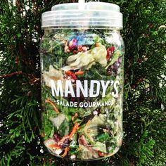 mandys-salades-montreal-resto-vege-sante-delicieux-4 Salad Bar, Food Photo, Cucumber, Mason Jars, Healthy Recipes, Snacks, Canning, My Favorite Things, Lust