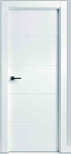 Puerta de paso maciza lisa, lacada en blanco, decoración 4 franjas horizontales.