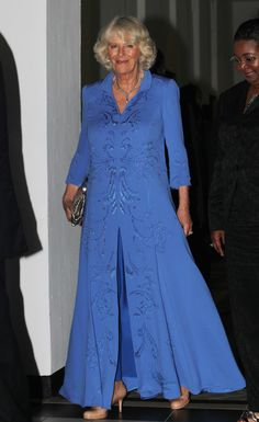 Camilla, Duchess of Cornwall arrives the State Dinner hosted by the President of Tanzania at the State House on November 2011 in Dar Es Salaam, Tanzania. The Prince of Wales and the Duchess of. Get premium, high resolution news photos at Getty Images Camilla Duchess Of Cornwall, Duchess Of Cambridge, Diana, Charles X, British Monarchy History, Camilla Parker Bowles, Herzog, Prince Of Wales, Queen Elizabeth Ii
