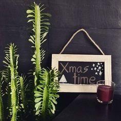 Buenos días!! Ha salido el sol🌞🌞 y en la shop 👆, como os anunciábamos ayer ya tenéis disponibles cositas muy chulas! Como esta pizarra con colgador de hilo natural, para que podáis escribir vuestros mejores deseos a vuestro amigo invisible por ejemplo!! 😍🎁😊🎁 ◼▪◼ #amigoinvisible #navidad #cactus #verde #green #pizarra #pizarranatural #scandi #mejoresdeseos #deco #decokids #micasa #ululuner #decowhims