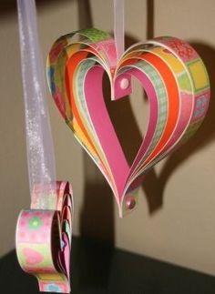 Corazones hechos con tiras de papel - Ideas de decoración para San Valentín