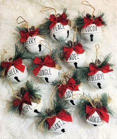 Custom Christmas Ornaments, Christmas Crafts For Kids, Christmas Projects, Christmas Fun, Holiday Crafts, Farmhouse Christmas Ornaments Diy, Easy Christmas Decorations, Diy Christmas Garland, Easy Diy Christmas Gifts