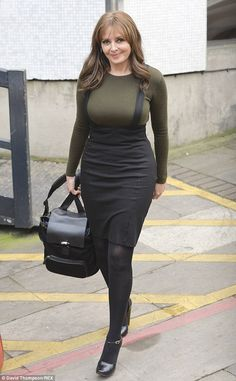 Carol Vorderman wears extremely tight outfit as she leaves studios Sexy Older Women, Sexy Women, Carol Vordeman, Tights Outfit, Tight Dresses, Sexy Legs, Chic Outfits, Lady, Celebrities