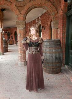 Neat almost medieval steampunk costume. Viking Dress, Medieval Dress, Medieval Fashion, Viking Clothing, Historical Clothing, Viking Jewelry, Historical Photos, Renaissance Costume, Renaissance Fair