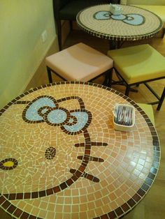 Hello kittty mosaic table these are so cute! Yamaguchi, Sanrio, Diy Old Books, Hello Kitty Rooms, Hello Kitty Collection, Hello Kitty Wallpaper, Mosaic Art, Decoration, Crafty
