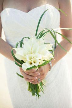 altijd mooi, simpele aronskelken. Wedding Bouquet