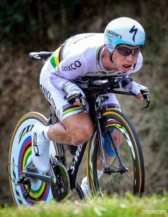 Tony Martin showing how it's done during the time trial stage of this year's Tour de France. The Cor Vos photo comes from CyclingTips coverage of the stage. Cycling Wear, Pro Cycling, Uci World Tour, Tony Martin, Cargo Bike, Bicycle Race, Grand Tour, Road Racing, My Ride