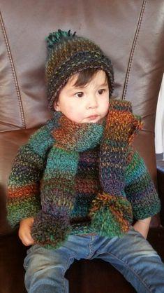 Kindertrui in deTunische Haaksteekmet bijpassende sjaal!  Nog steeds enthousiast over de Tunische Haaksteek,haakte ik voor Moos,mijn kleinkind van 14 maanden (maat 86),een lekkere warme trui met bijpa