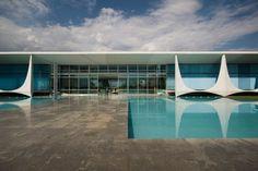 Enrico Cano's photo of Oscar Niemeyer's Palacio do Alvorada.