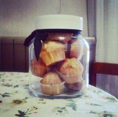 Vaso di muffin con cuore di nutella o cuore di marmellata ai frutti di bosco, il sogno di chiunque