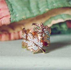 Sooo pretty! Feather wrap ring <3
