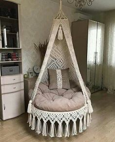 Macrame Chairs, Macrame Wall Hanging Patterns, Macrame Patterns, Macrame Design, Macrame Art, Macrame Projects, Creation Deco, Diy Home Crafts, Diy Furniture