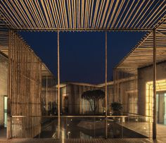 BAMBOO COURTYARD BY HWCD. Located in the ShiQiao garden in Yangzhou, a city to the northwest of Shanghai, there is a floating Bamboo Courtyard Teahouse designed by Chinese architect Sun Wei, partner of HWCD. Bamboo House, Bamboo Wall, Nature Architecture, Interior Architecture, Architecture Courtyard, Dezeen Architecture, Revival Architecture, Building Architecture, Futuristic Architecture