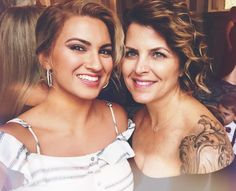 Tori and Laura 😍 Beautiful People, Beautiful Women, Tori Kelly, Beautiful Female Celebrities, Eyebrows On Fleek, Her Hair, Curly Hair Styles, Singer, Wwe Female