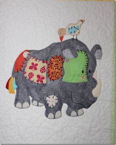 My lovely mother does a lot of custom quilting for other people and every now and again she . Baby Applique, Applique Quilt Patterns, Embroidery Applique, Cute Quilts, Mini Quilts, Baby Quilts, Children's Quilts, Quilting Projects, Quilting Designs