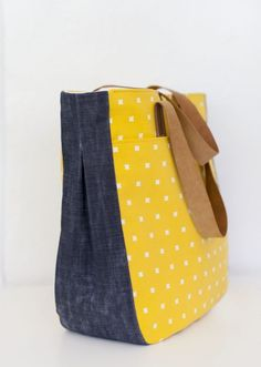 pattern | super tote by noodleheadused waxed denim, leather, and a cotton + steel printblogged:http://www.lbg-studio.com/2014/09/selfish-sewing-week-super-tote.html