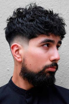 See our collection of popular and classy short hairstyles for men. We included new looks that feature shaved sides with a messy top, simple buzz cuts with beards, a wavy undercut faux hawk, fade with curly hair and many others. Trendy Mens Hairstyles, New Short Hairstyles, Boy Hairstyles, Haircuts For Men, Undercut Hairstyles, Man Short Hairstyle, Celebrity Hairstyles, Natural Hairstyles, Medium Hairstyles For Men