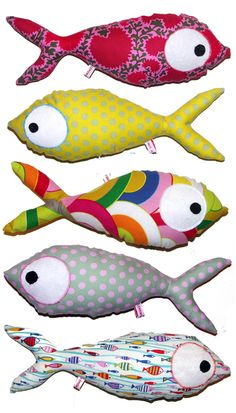 Salon ID art - Lyon - May 17 and 18 - Eloise bidault - Animal de soutien émotionnel Sewing Toys, Sewing Crafts, Sewing Projects, Fabric Toys, Fabric Crafts, Softies, Fabric Fish, Fish Crafts, Toy Art