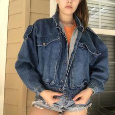122b2f53c9f vintage denim jean jacket. fits true to size. me for any - Depop Denim
