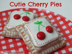 Little Debbie Cherry Pies, Cutie Pies, Cute Cherry Pies, easy of july picnic desserts Edible Crafts, Food Crafts, Cute Snacks, Cute Food, Mini Pie Recipes, Dessert Recipes, Barnyard Cupcakes, Owl Cake Birthday, Picnic Desserts