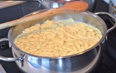 German Spaetzle are not only popular in the South of Germany, Swabia. Spaetzle are served with meat dishes and gravy. How To Make Spaetzle, German Noodles, Recipe Ideas, German Spaetzle, Spaetzle Recipe, Beef Pot Roast, Marinated Beef, Wie Macht Man, Recipes