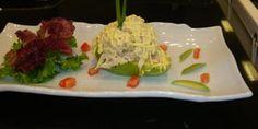 Palta Rellena con Pollo Salad Dressing, Relleno, Salads, Tacos, Mexican, Ethnic Recipes, Dressings, Food, Christmas